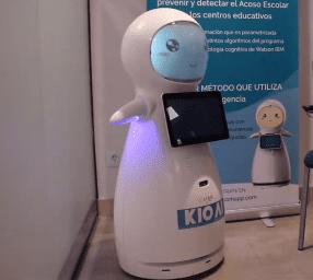 El robot Snow luchas en las aulas contra el Ciber Bullying