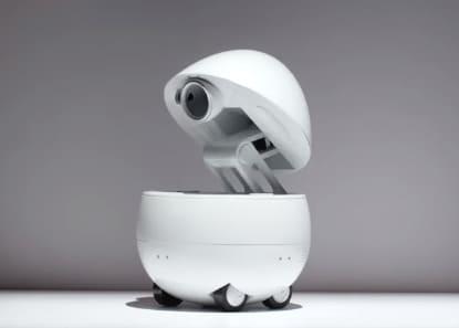 robot mayordomo de escritorio Companion fabricado por Panasonic tiene proyector de películas