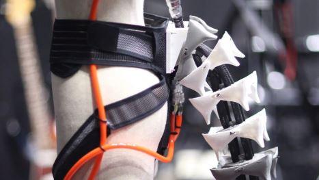 Una cola biónica creada en Japón mejora la agilidad de las personas